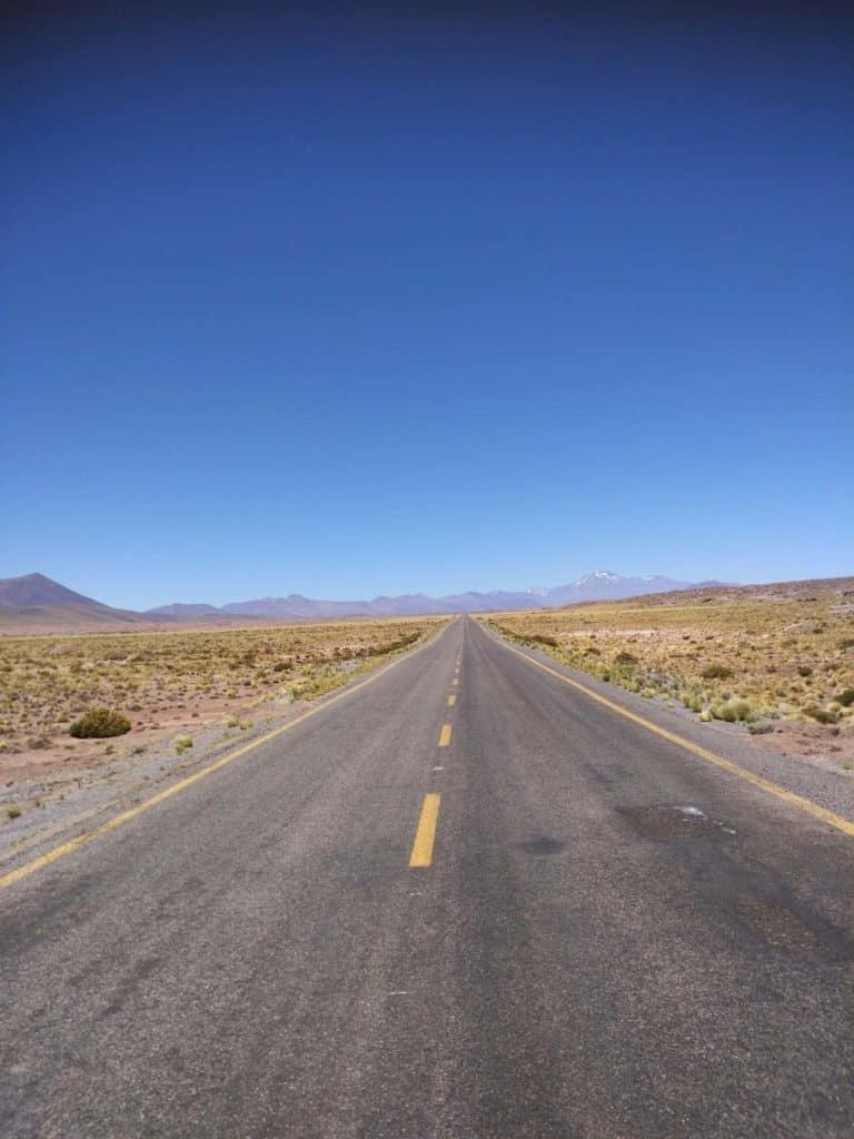 silnice v atacamě na severu chile